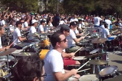 Video: more than 150 drummers play AC/DC and Megadeth
