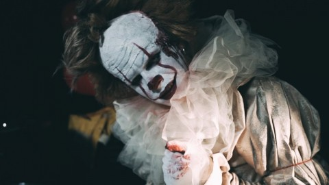 Musician performs drum cover for Slipknot song dressed as Pennywise [Video]