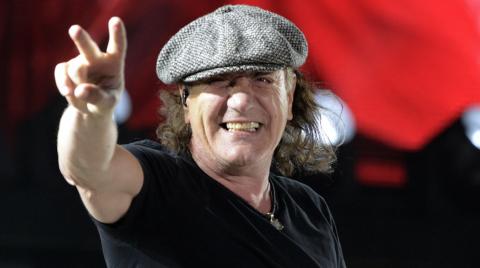 Из-за риска потерять слух вокалист AC/DC вынужден прекратить выступления