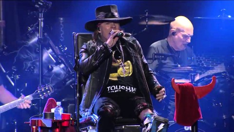 Video: AC/DC give first show with Axl Rose