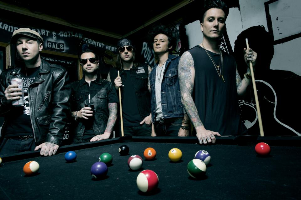 Фото Avenged Sevenfold — Clay Patrick McBride/WMG — Робочий сцени загинув після концерту Avenged Sevenfold у Німеччині