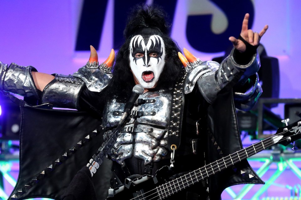 "Kiss' frontman tries to patent ""devil's horns"""